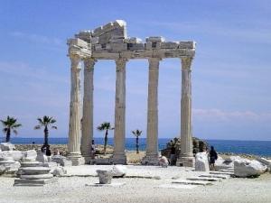 Какие достопримечательности стоит посетить на турецком курорте Сиде?