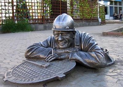 Памятник слесарю Степанычу в Омске