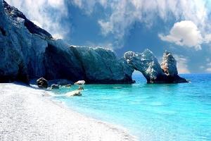 Пляж на острове Скиатос